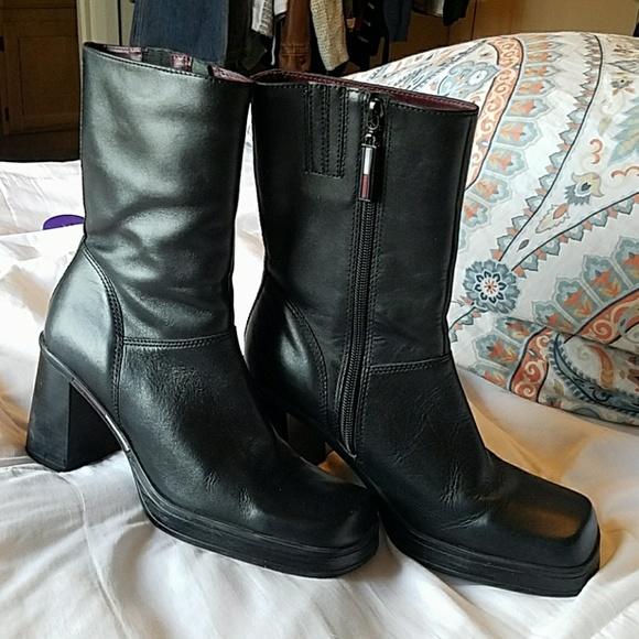 66e32880e27 Vintage Tommy Hilfiger black leather boots